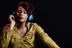 Estudio revela que falta representación para las mujeres en la música popular