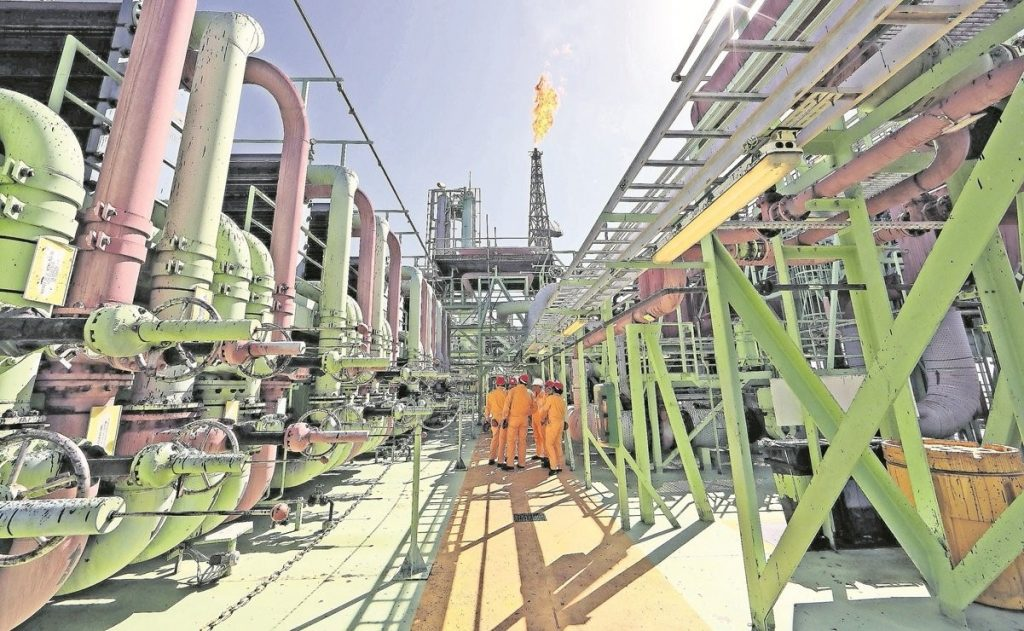 La gasolina no subirá de precio, dice AMLO tras reunión con la OPEP